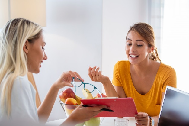 female-nutritionist-giving-consultation-patient_1212-1583